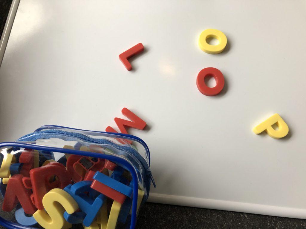 DWE アルファベットのおもちゃ